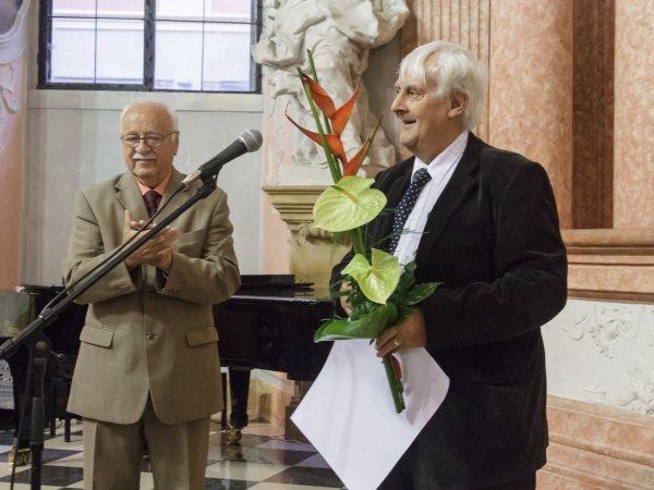 Předávání ceny Vladimíra Jochmana panu Peteru Jarvisovi