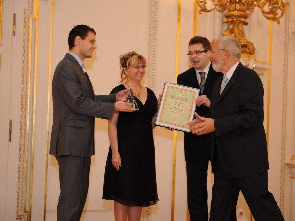 Převzetí ceny z rukou náměstka MPSV a předsedy ČSJ